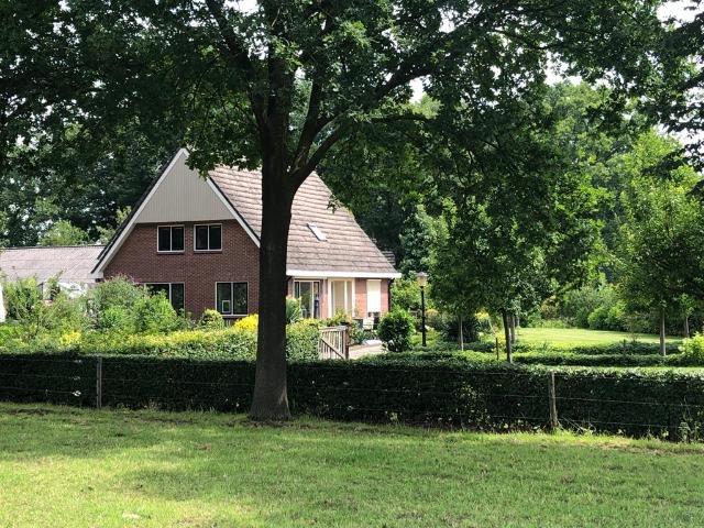 Bed and Breakfast Lettele Afbeelding bungalow, huis, bomen, gras, weiland, B&B Kanaalzicht Averlinde