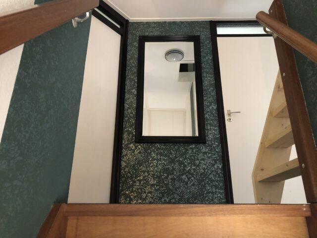 Bed and Breakfast Lettele Afbeelding trap, hal, spiegel, bovenverdiepingB&B Kanaalzicht Averlinde